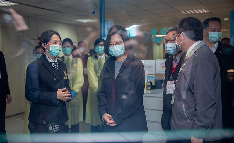 總統視察桃園機場海關防疫措施