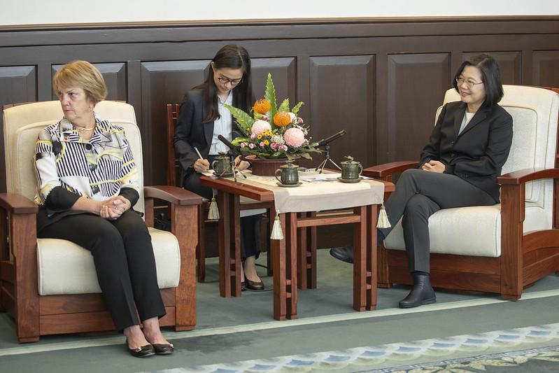 總統接見「美國外交政策全國委員會」訪問團