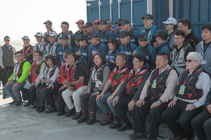 總統視察「臺中港北防波堤海釣示範區」, 並合影