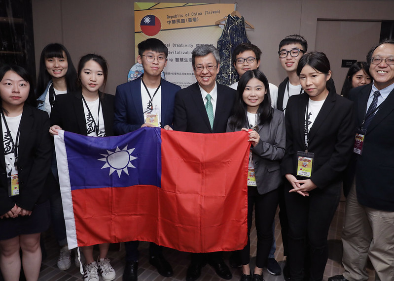 副總統出席「2019全球青年趨勢論壇」開幕式,並合影