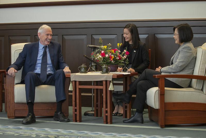 總統接見美國在臺協會(AIT)主席莫健,並相互交流