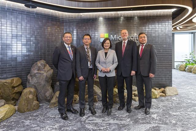 總統出席「微軟人工智慧(AI)研發中心擴建落成典禮」