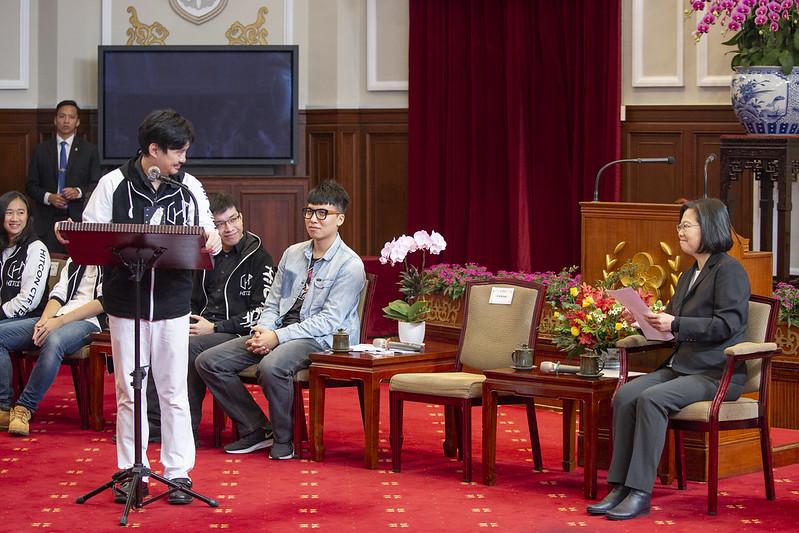 總統接見2019年DEF CON CTF駭客大賽亞軍隊伍